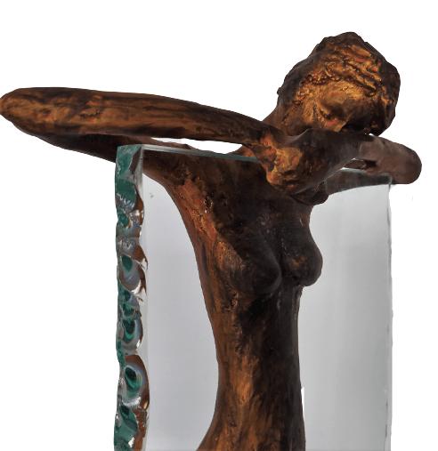 Escultura Mulher no Vidro