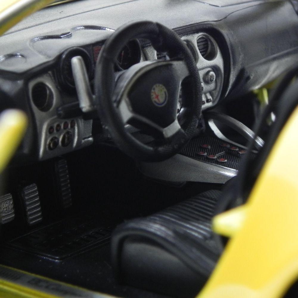 Miniatura Alfa Romeo 8C Competizione 1/18 Bburago Amarelo