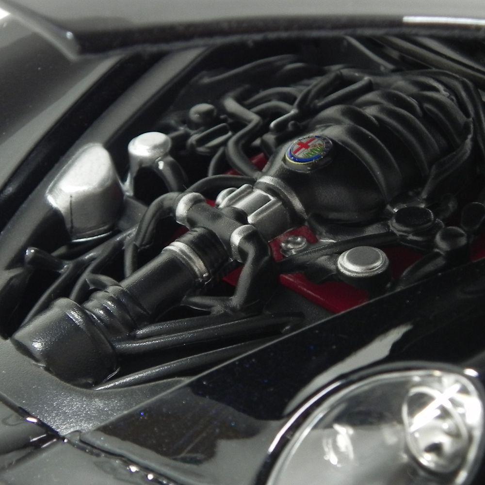 Miniatura Alfa Romeo 8C Competizione 2004 Preto 1/18 Bburago