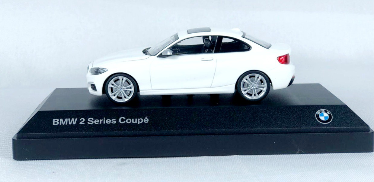 Miniatura BMW Serie 2 Coupe Branca 1/43 Paragon