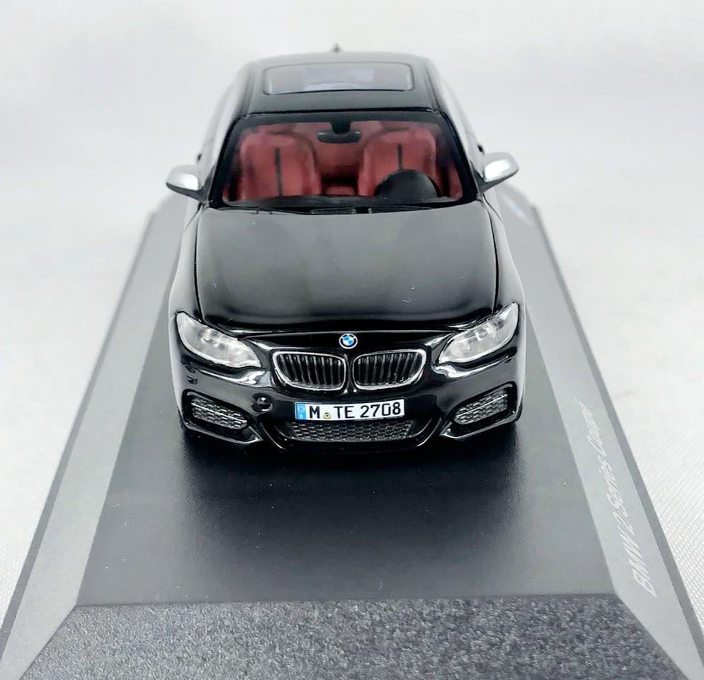 Miniatura BMW Serie 2 Coupe Preta 1/43 Paragon