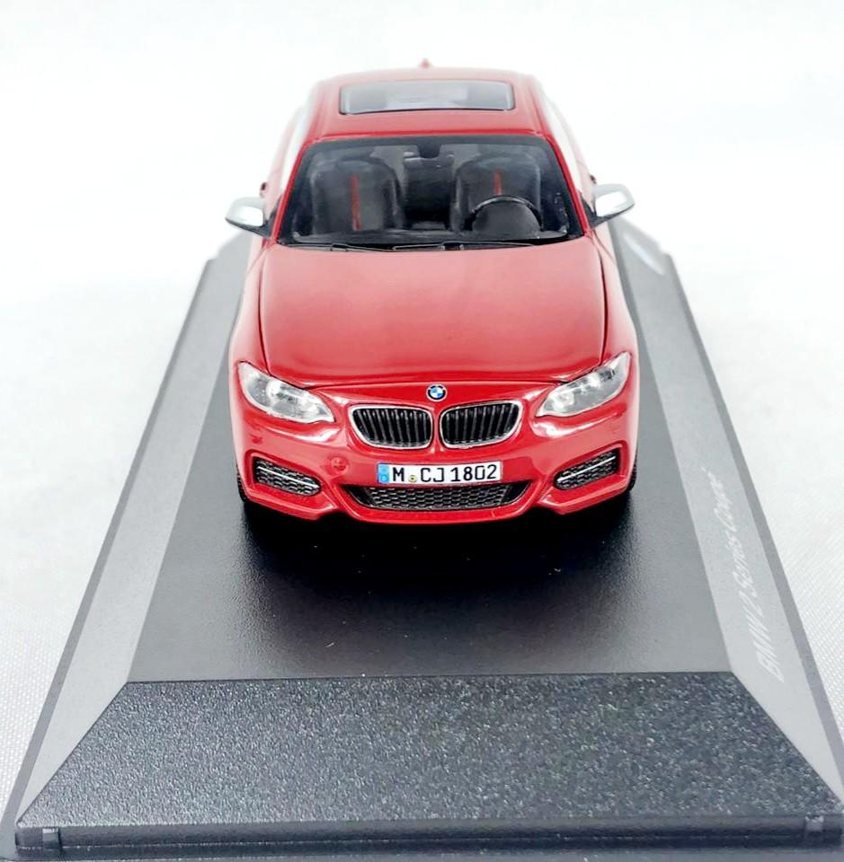 Miniatura BMW Serie 2 Coupe Vermelha 1/43 Paragon