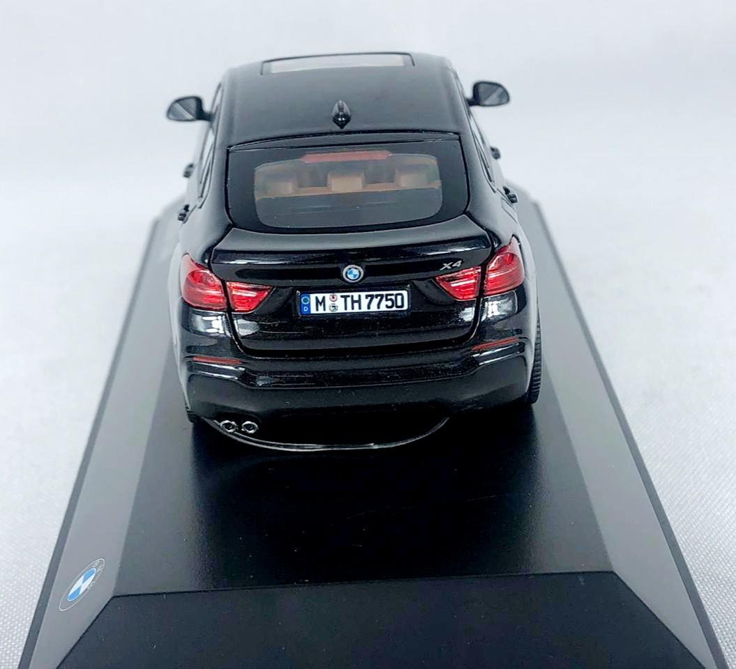 Miniatura BMW X4 Preta 1/43 Paragon