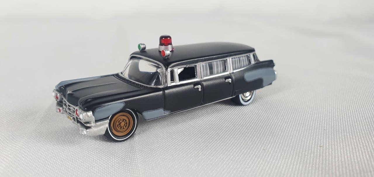 Miniatura Cadillac 1959 Ambulance Ghostbusters Caça Fantasmas 1/64 Johnny Lightning