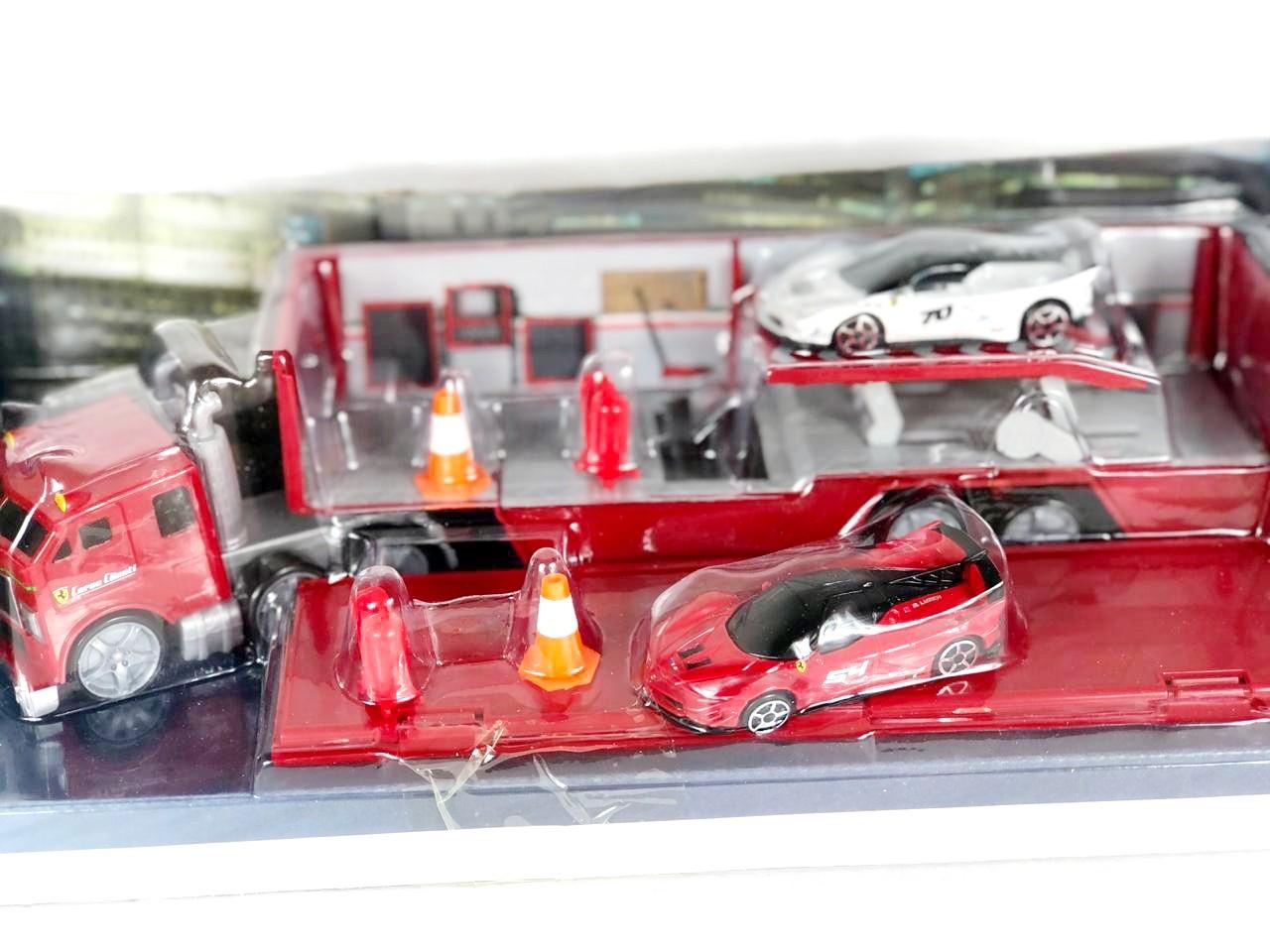 Miniatura Caminhão com Ferrari FXX-K Evo 1/64 Maisto