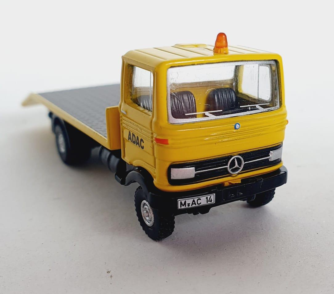Miniatura Caminhão Mercedes Benz LP608 Edição 2014 1/87 Bub