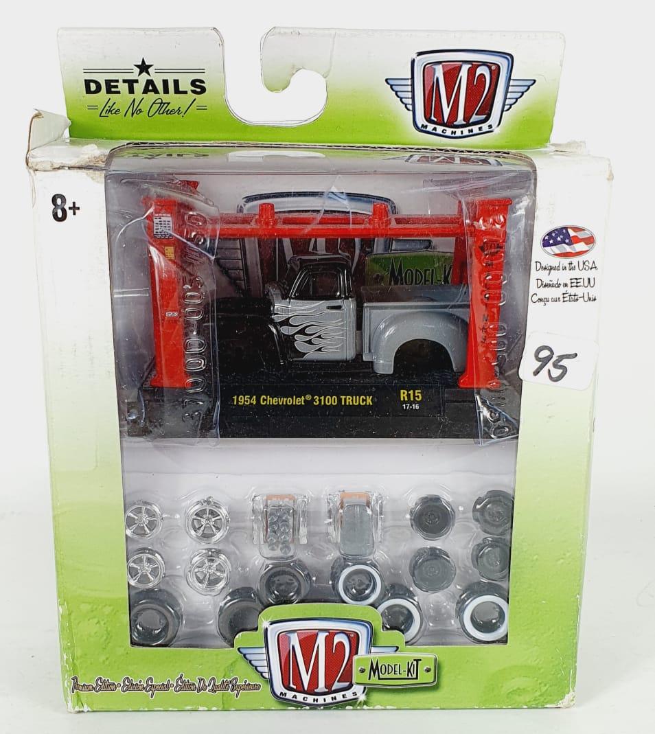 Miniatura Chevrolet 3100 Truck 1954 Elevador Troca Rodas 1/64 M2