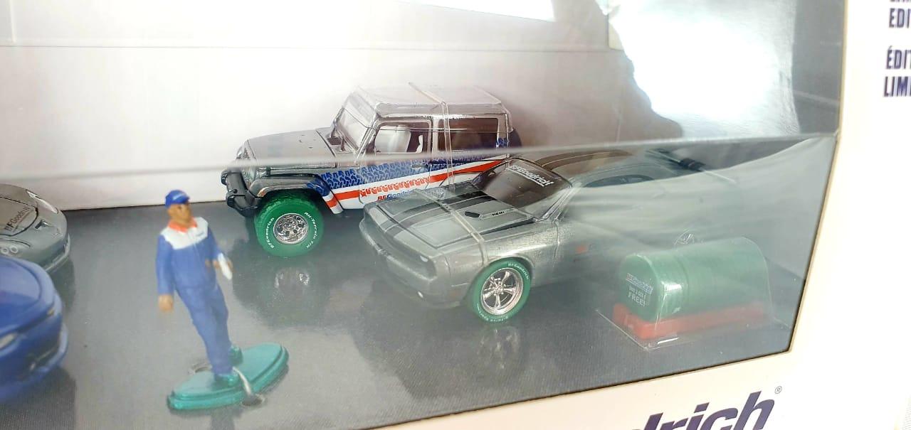 Miniatura Diorama BFGoodrich Performance Tire Shop 1/64 Greenlight Greenmachine