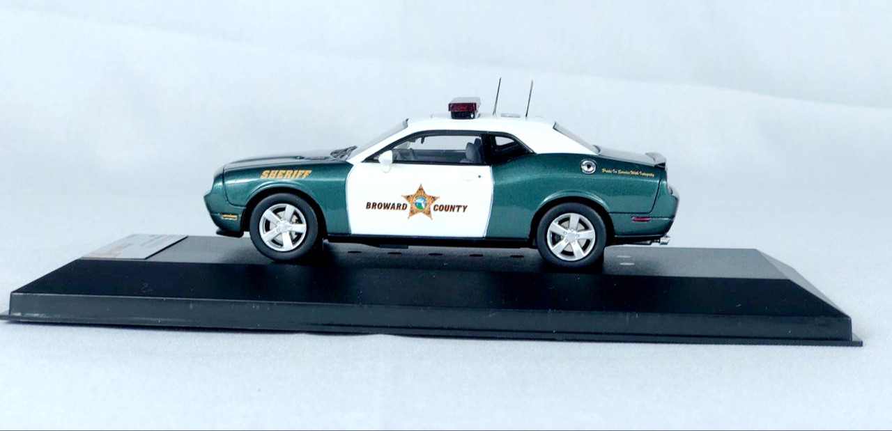 Miniatura Dodge Challenger R/T 2009 1/43 Premium X