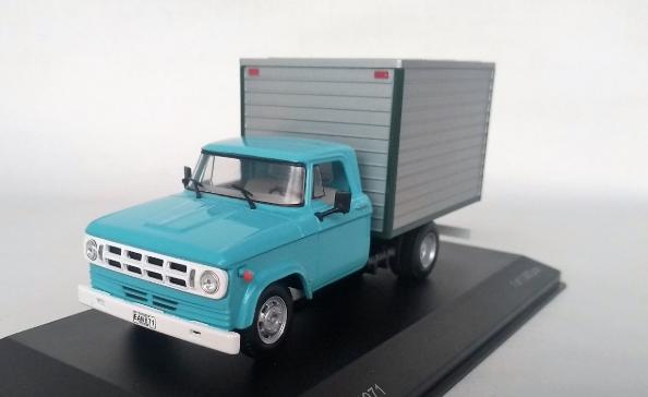 Miniatura Dodge D-400 1971 Box Van 1/43 Whitebox