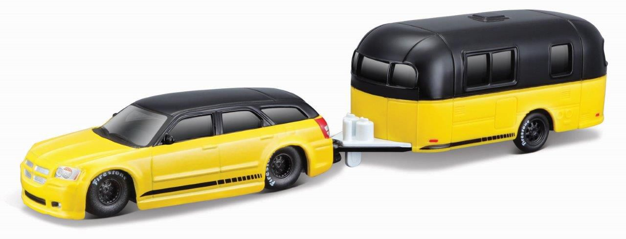 Miniatura Dodge Magnum 2006 Trailer Design Elite Transport 1/64 Maisto