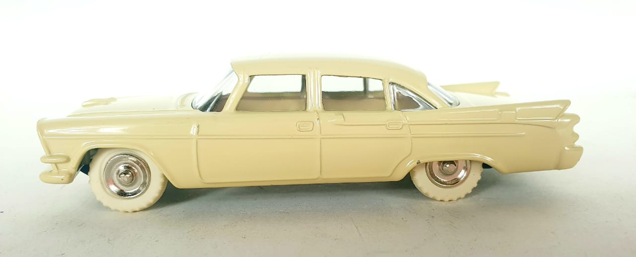 Miniatura Dodge Royal Sedan 1/43 Dinky Toys