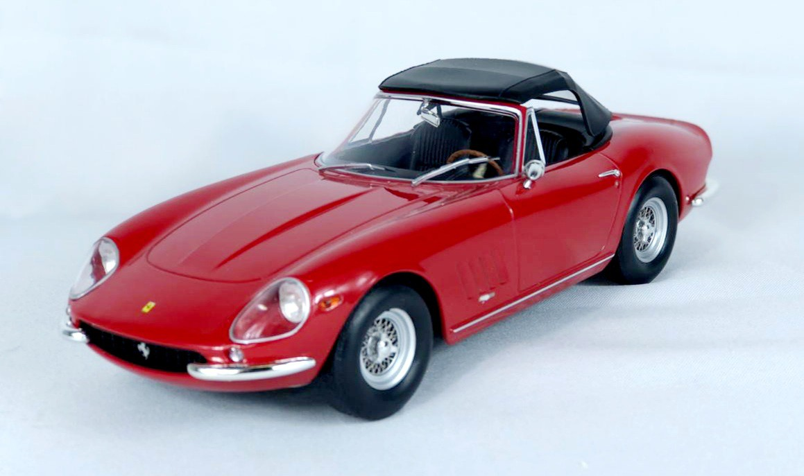 Miniatura Ferrari 275 GTB 1967 Vermelha 1/18 KK Scale