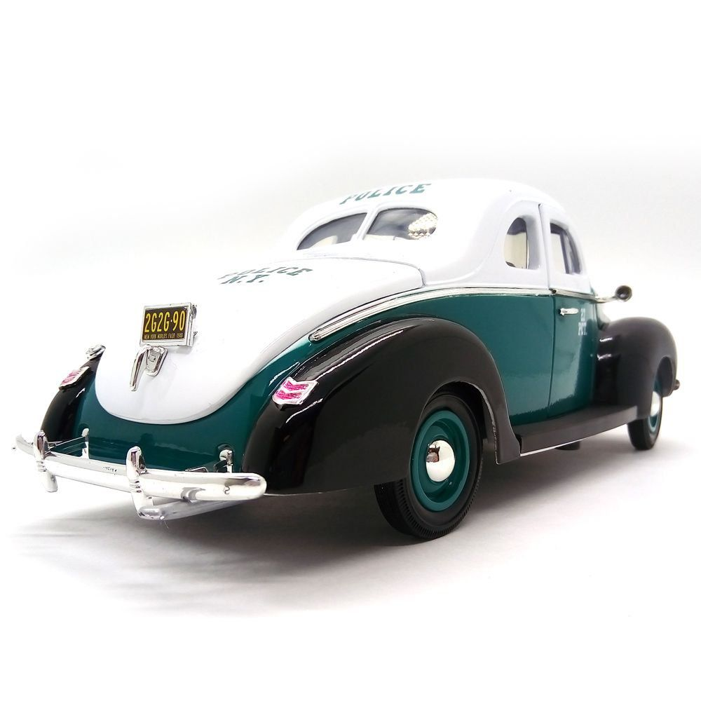 Miniatura Ford Deluxe Coupe NY Police 1940 1/18 - Greenlight