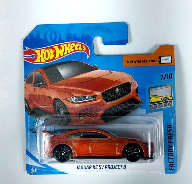 Miniatura Jaguar XE SV Project 8 1/64 Hot Wheels
