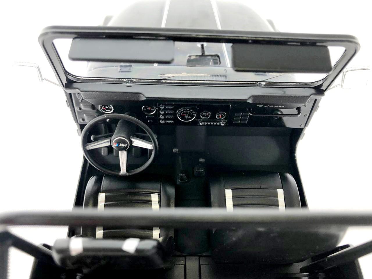 Miniatura Jeep CJ-7 1/18 Model Car