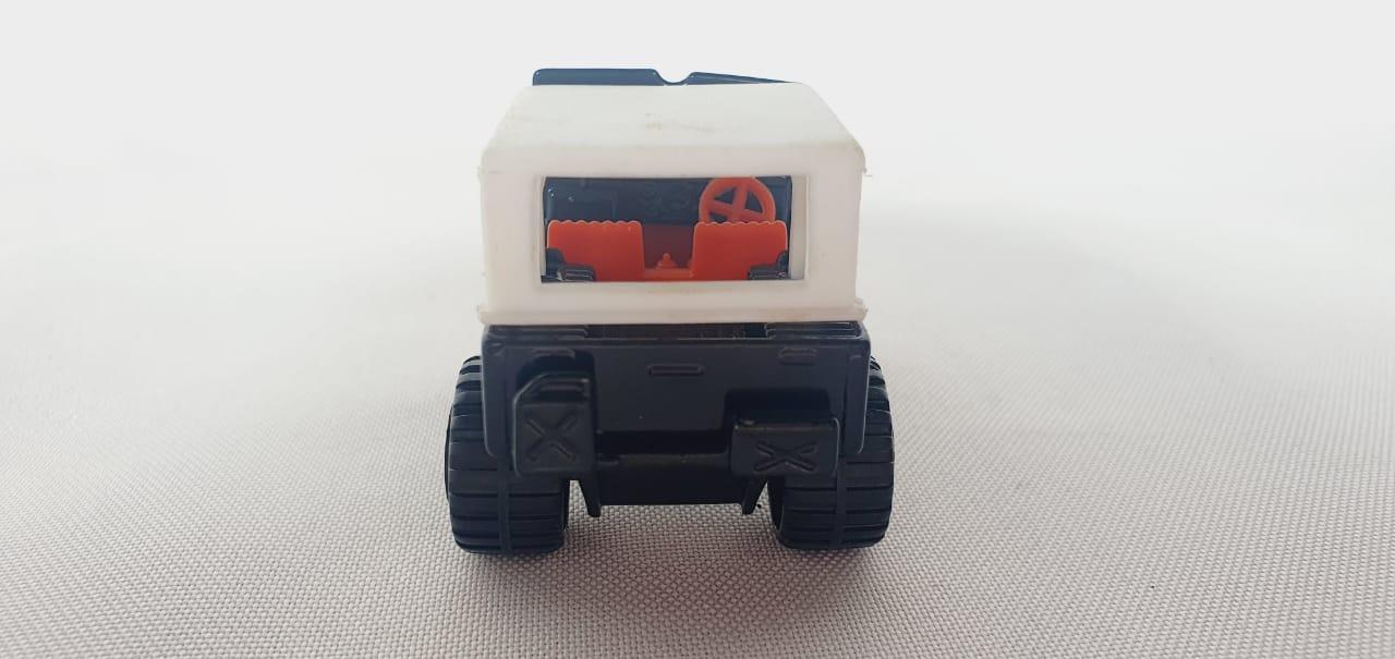 Miniatura Jeep 4x4 Laredo N°9 1/64 Matchbox Década 80