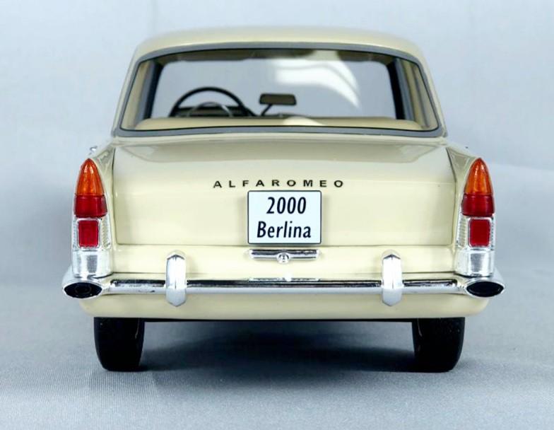 Miniatura JK Alfa Romeo 2000 1/18 Bos Best of Show