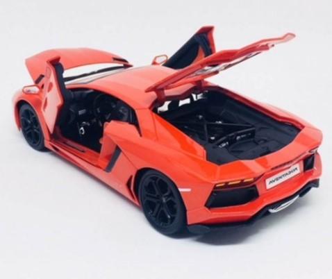 Miniatura Lamborghini Aventador LP 700-4 1/18 Bburago