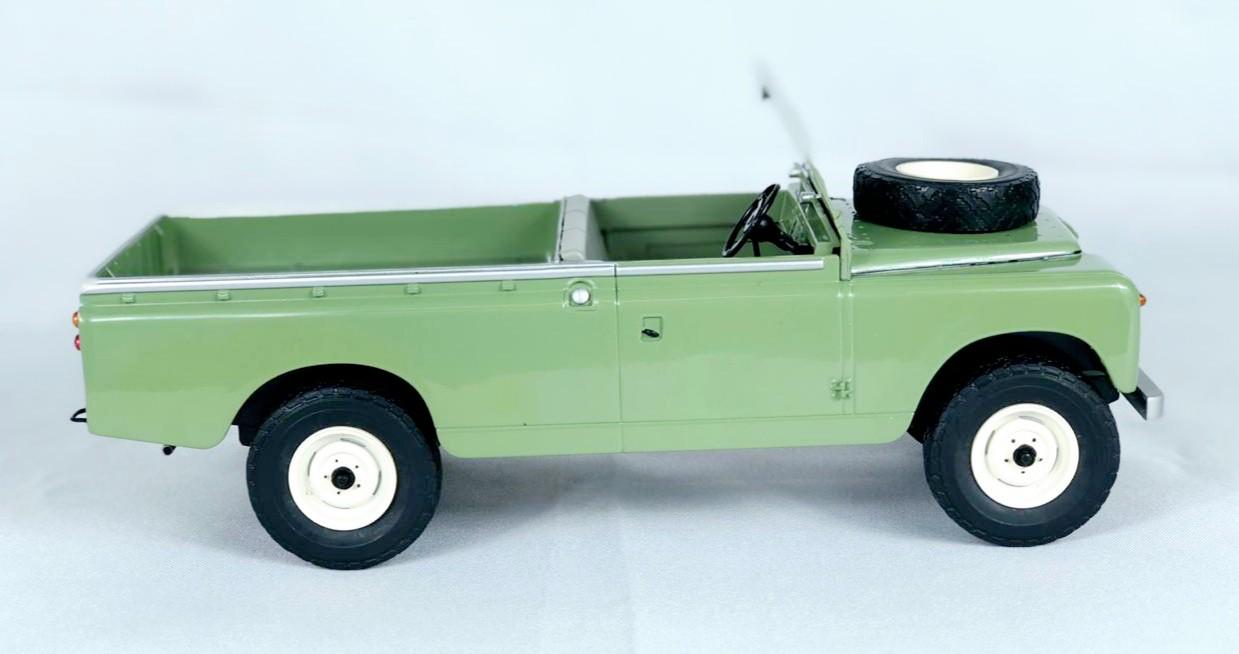 Miniatura Land Rover Series II 109 Pickup 1/18 Model Car