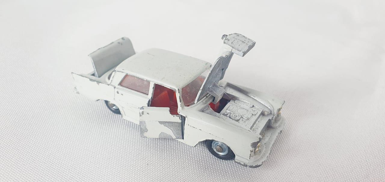 Miniatura Mercedes Benz 220 SE 1/64 Impy Toys