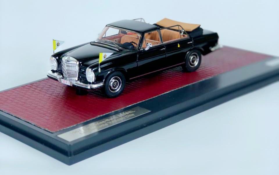 Miniatura Mercedes Benz 300 SEL 1967 Landaulette Vatican City 1/43 Matrix