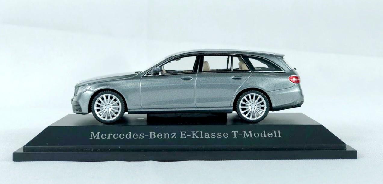 Miniatura Mercedes Benz Classe E Touring 1/43 Norev