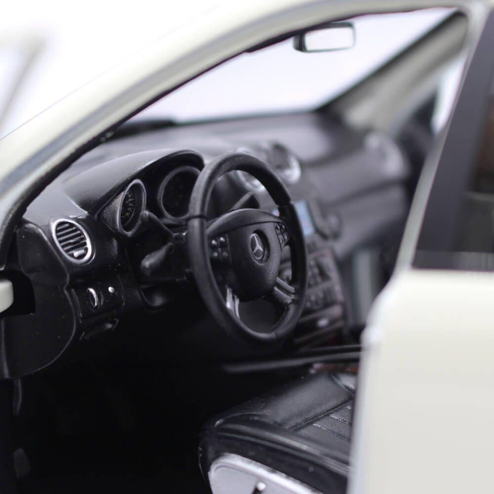Miniatura Mercedes Benz ML350 2006 1/18 Welly