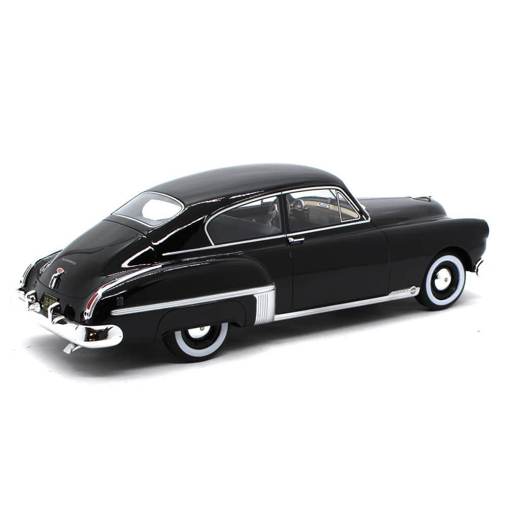 Miniatura Oldsmobile Rocket 88 Club Sedan 1949 1/18 Bos Best of Show