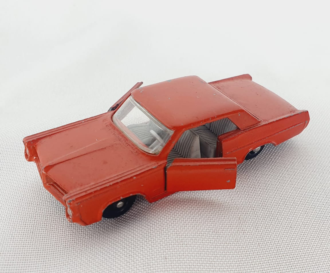 Miniatura Pontiac GP Sports Coupe 1/64 Matchbox