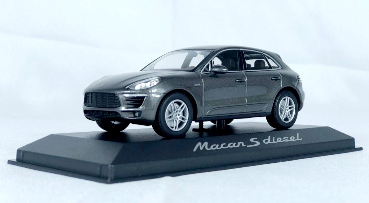 Miniatura Porsche Macan S Diesel 1/43 Minichamps
