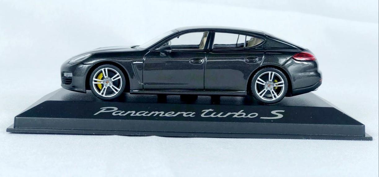 Miniatura Porsche Panamera Turbo S 1/43 Minichamps