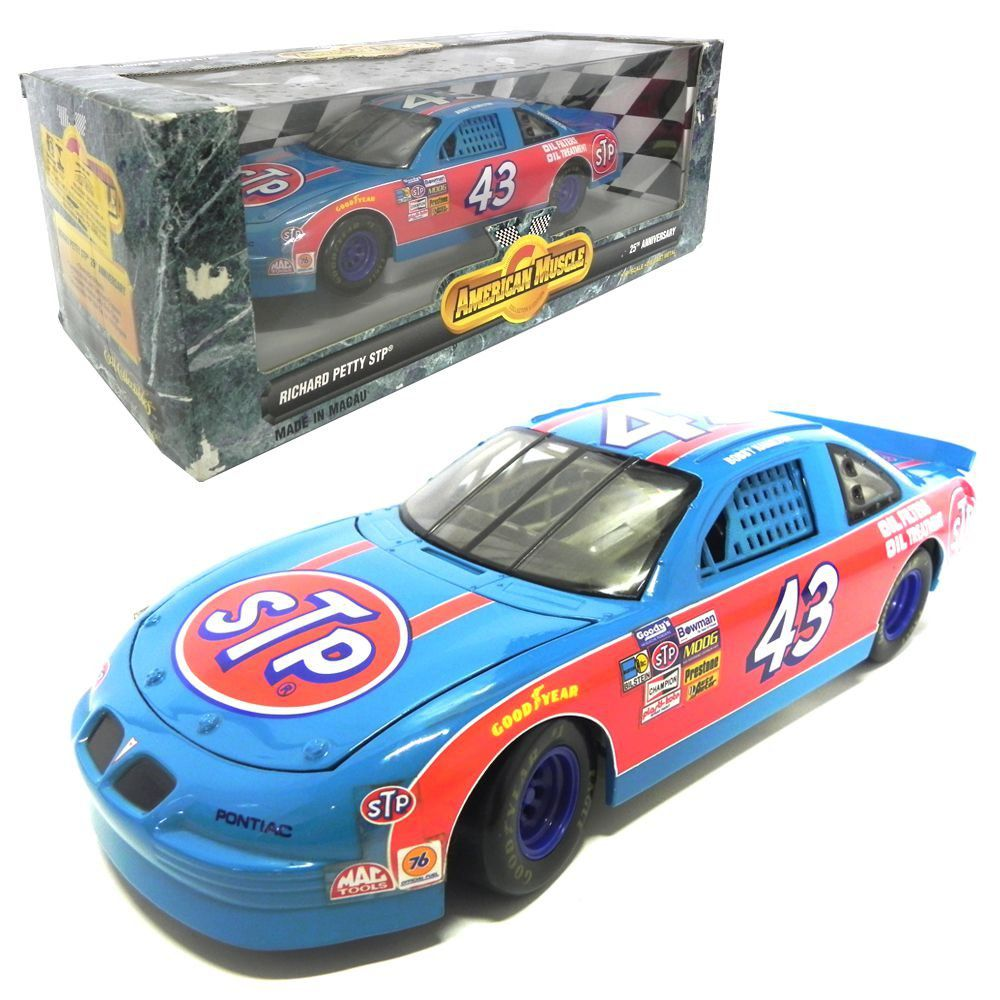 Miniatura Richard Petty Pontiac Grand Prix STP Nascar 1/18 ERTL
