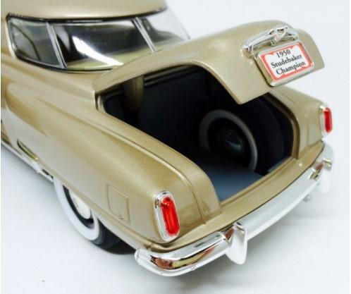 Miniatura Studebaker Champion 1950 1/18 Road Signature
