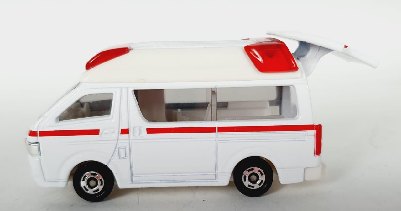 Miniatura Toyota Himedic Ambulância 1/64 Tomica Loose