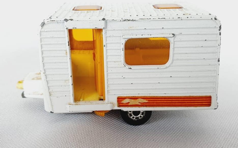 Miniatura Trailer Caravan N°31 Superfast 1/64 Matchbox