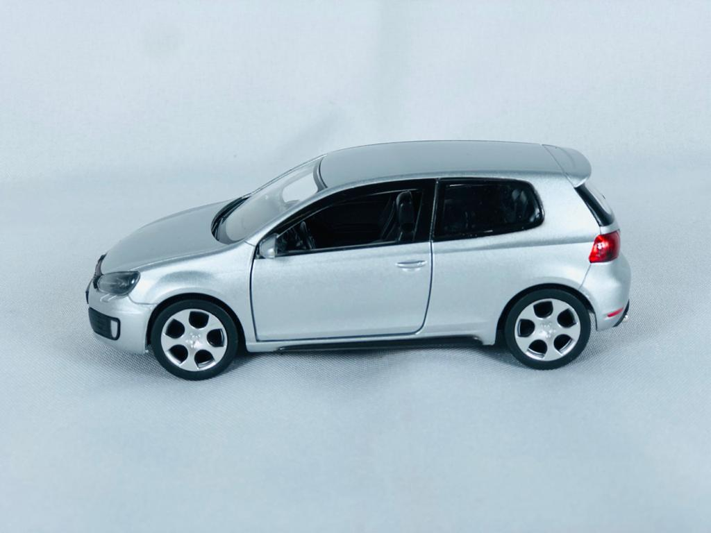 Miniatura Volkswagen Golf GTI 1/32 DTC