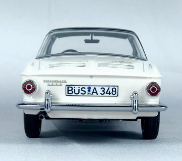 Miniatura Volkswagen Karmann Ghia T34 1/18 Bos Best of Show