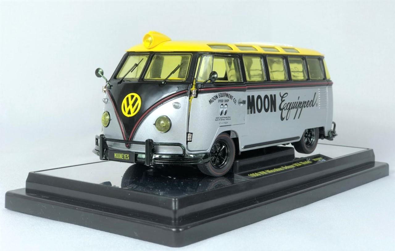 Miniatura Volkswagen Kombi 1960 Mooneyes Chase 1/24 M2
