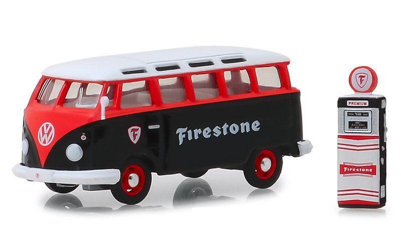 Miniatura Volkswagen Kombi Firestone com bomba 1/64 Greenlight