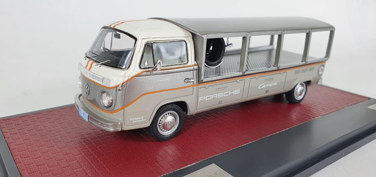 Miniatura Volkswagen Kombi T2 Race Transporter 1/43 Matrix