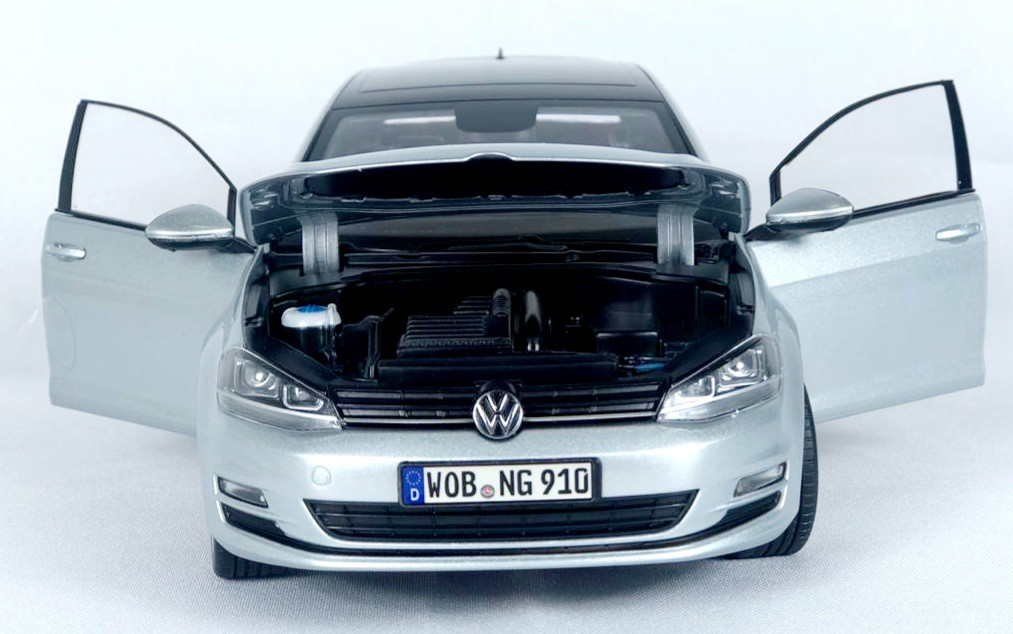 Miniatura Volkswagen Golf 1/18 Norev