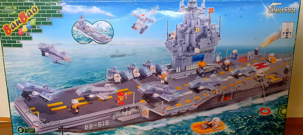 Porta Aviões Defence Force 12 Bonecos Blocos de Montar 2580 Peças Banbao