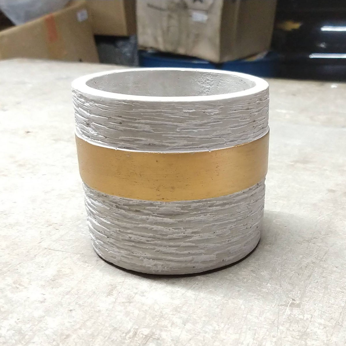 Cachepot de Cimento Texturizado Dourado