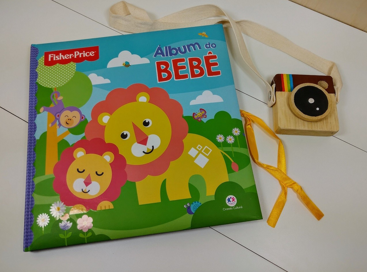 Álbum do Bebê, da Fisher-Price + Minicâmera de madeira CuteCam - Cód. LP013 + CC002