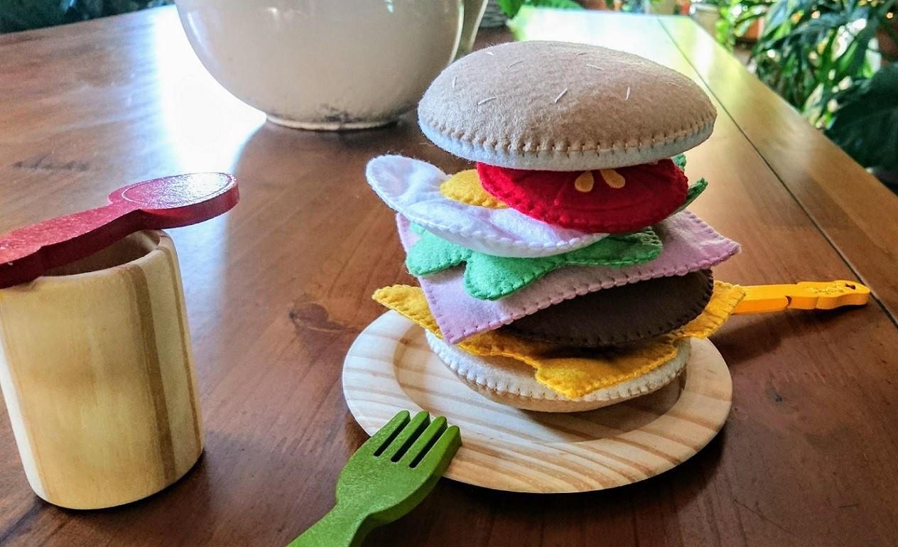 Brinquedo de feltro Sanduíche X-Tudo H (pão de hambúrguer) - Cód. Peg-006