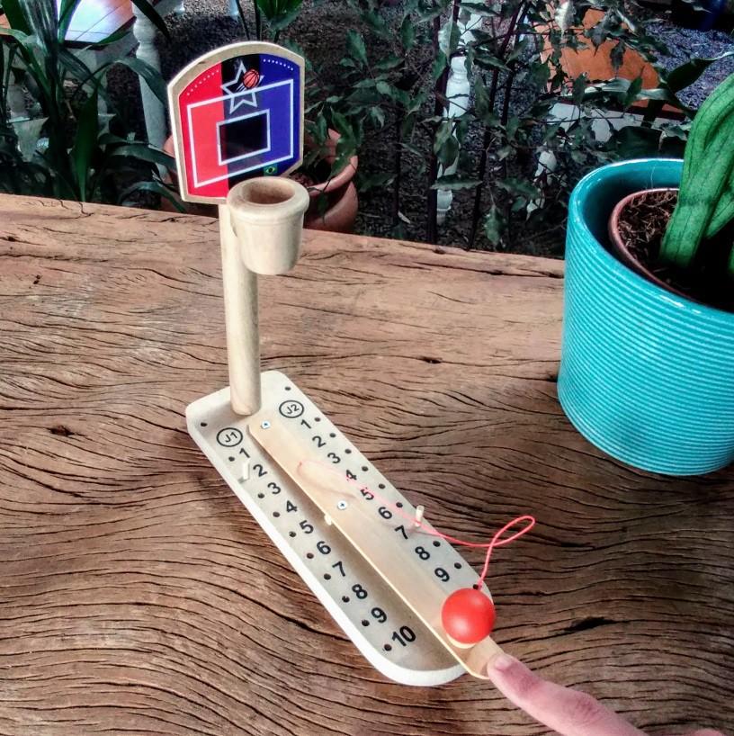 Brinquedo de madeira Basquetinho, da Fábrika dos Sonhos - Cód. FS53