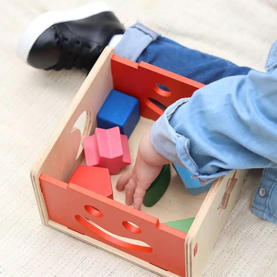Brinquedo de madeira - Encaixa na Caixa, da Lume - Cód. LM-30