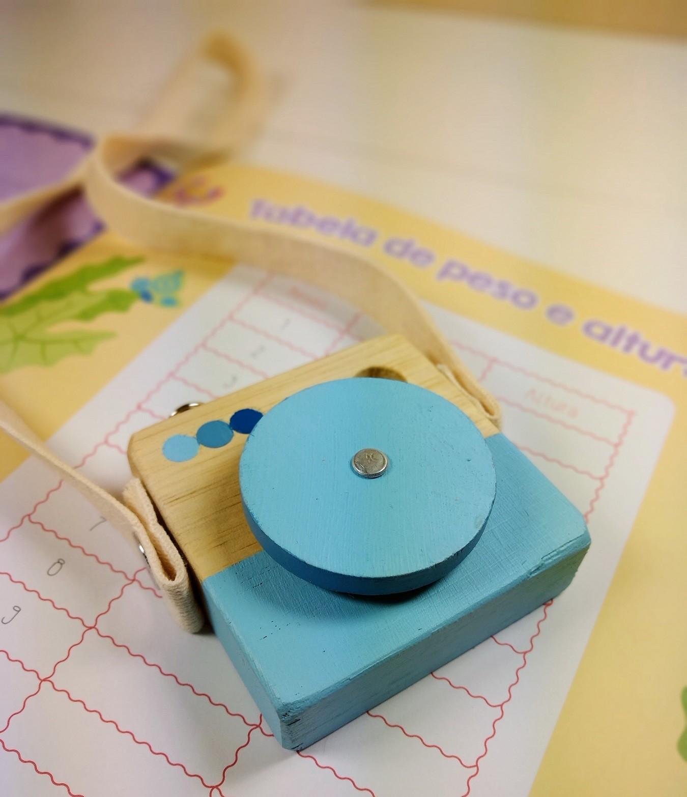 Brinquedo de madeira - Minicâmera CuteCam Azul, da Cute Cubes - Cód. CC004
