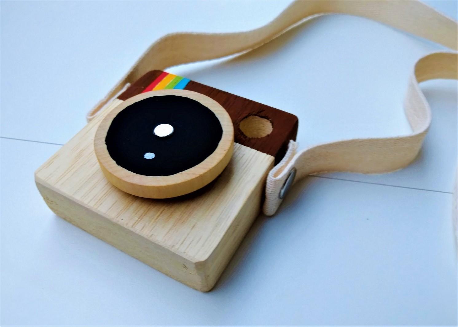 Brinquedo de madeira - Minicâmera CuteCam Instantan, da Cute Cubes - Cód. CC002